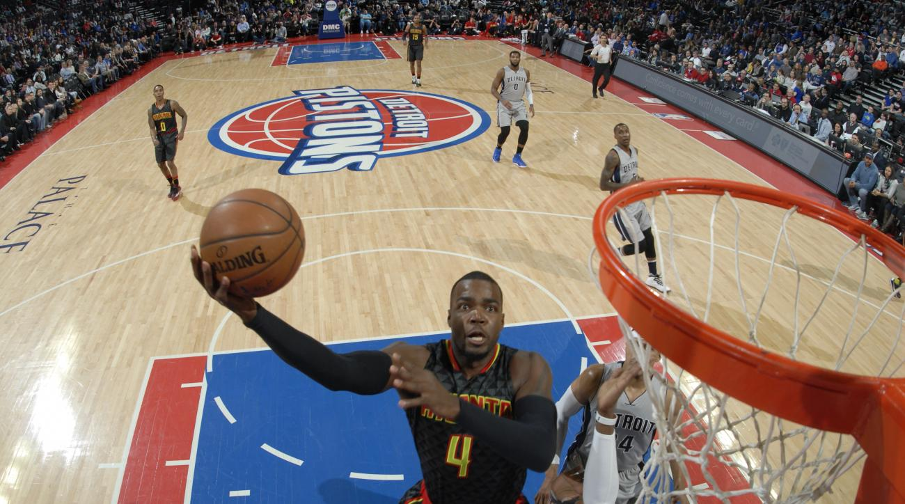 AUBURN HILLS, MI  - MARCH 26: Paul Millsap #4 of the Atlanta Hawks goes for the lay up against the Detroit Pistons during the game on March 26, 2016 at The Palace of Auburn Hills in Auburn Hills, Michigan. (Photo by Allen Einstein/NBAE via Getty Images)