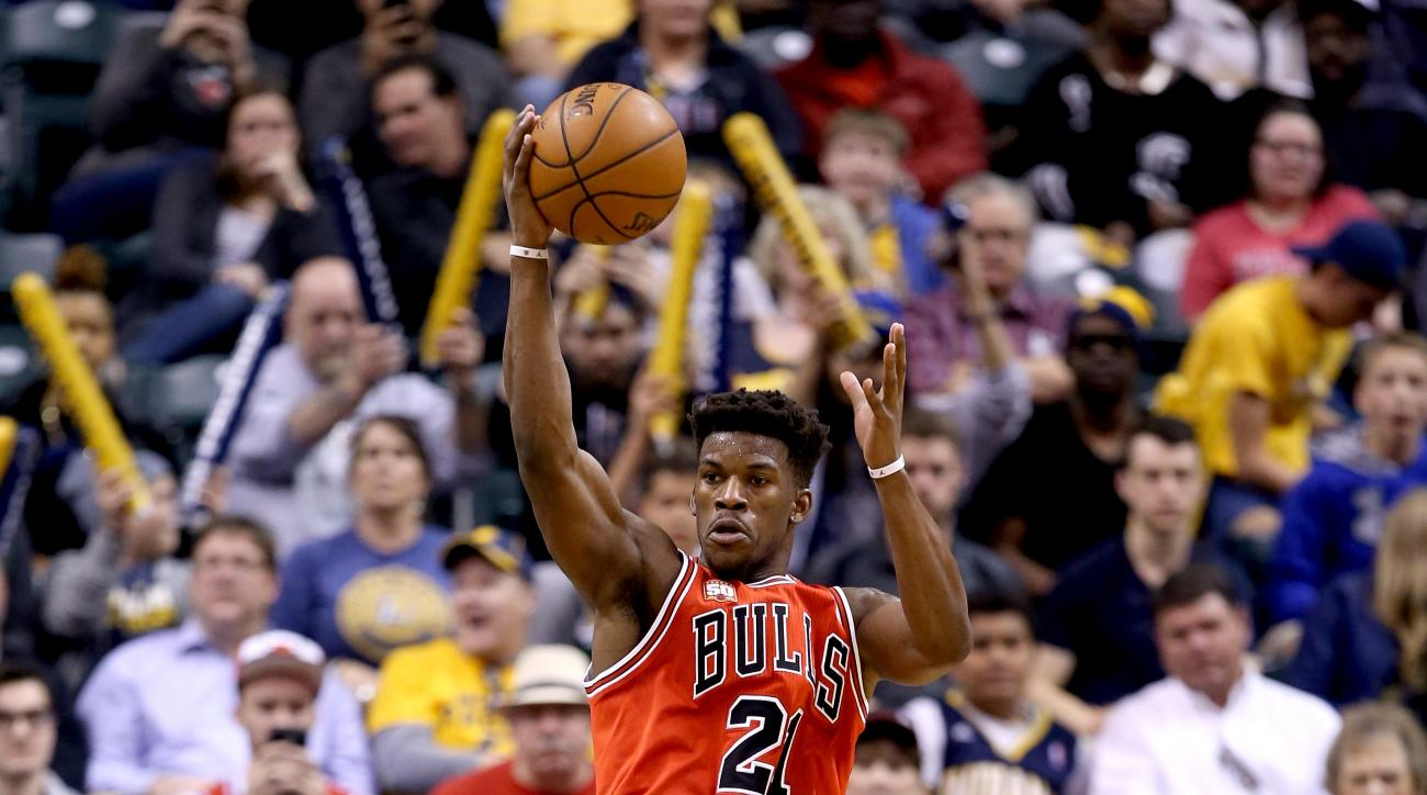 INDIANAPOLIS, INDIANA - MARCH 29:  Jimmy Butler #21 of the Chicago Bulls passes the ball during the game against the Indiana Pacers at Bankers Life Fieldhouse on March 29, 2016 in Indianapolis, Indiana. (Photo by Andy Lyons/Getty Images)