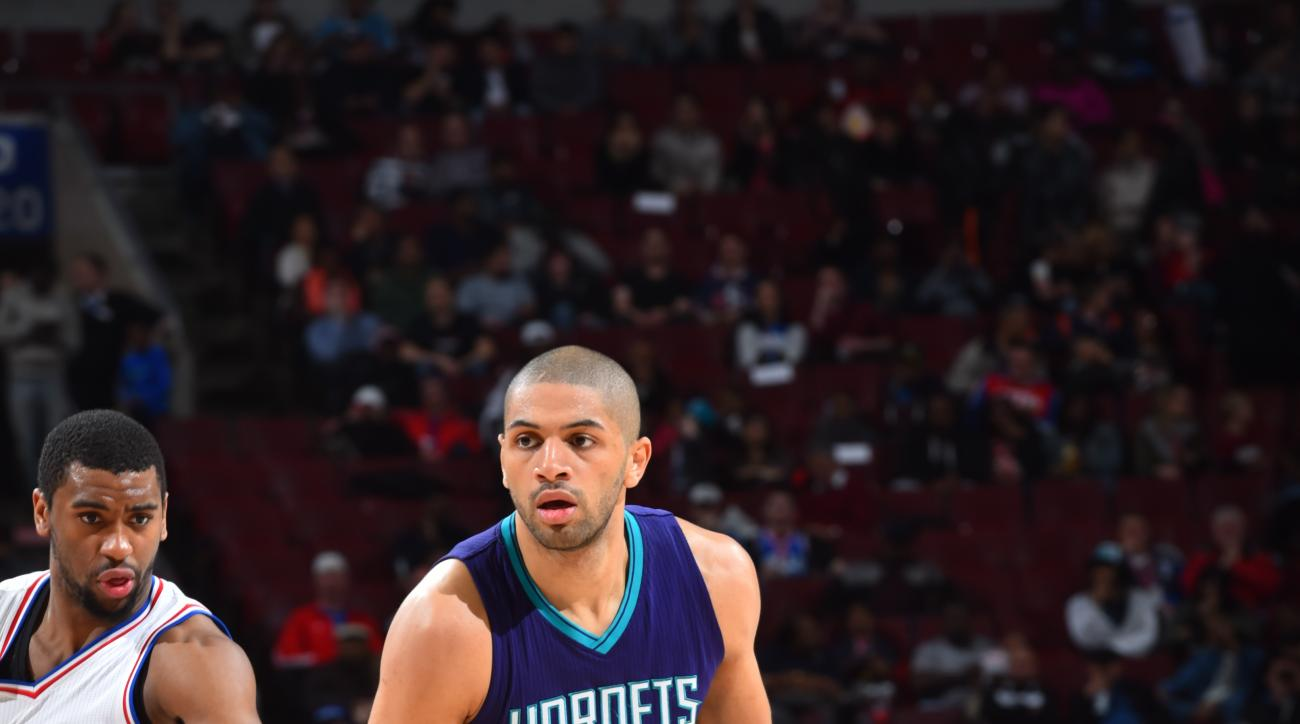 PHILADELPHIA,PA  MARCH 29: Nicolas Batum #5 of the Charlotte Hornets dribbles the ball against the Philadelphia 76ers at Wells Fargo Center on March 29, 2016 in Philadelphia, Pennsylvania (Photo by Jesse D. Garrabrant/NBAE via Getty Images)