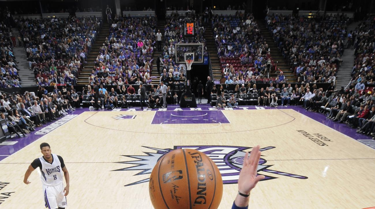 SACRAMENTO, CA - MARCH 30: DeMarcus Cousins #15 of the Sacramento Kings shoots the ball against the Washington Wizards at Sleep Train Arena on March 30, 2016 in Sacramento, California. (Photo by Rocky Widner/NBAE via Getty Images)