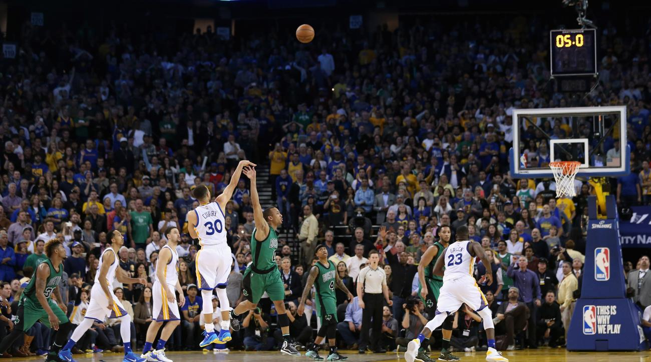 OAKLAND, CA - APRIL 01:  Stephen Curry #30 of the Golden State Warriors attempts a three-point shot over Avery Bradley #0 of the Boston Celtics that would have tied the game at the end of regulation, but Curry missed the shot and the Celtics won at ORACLE