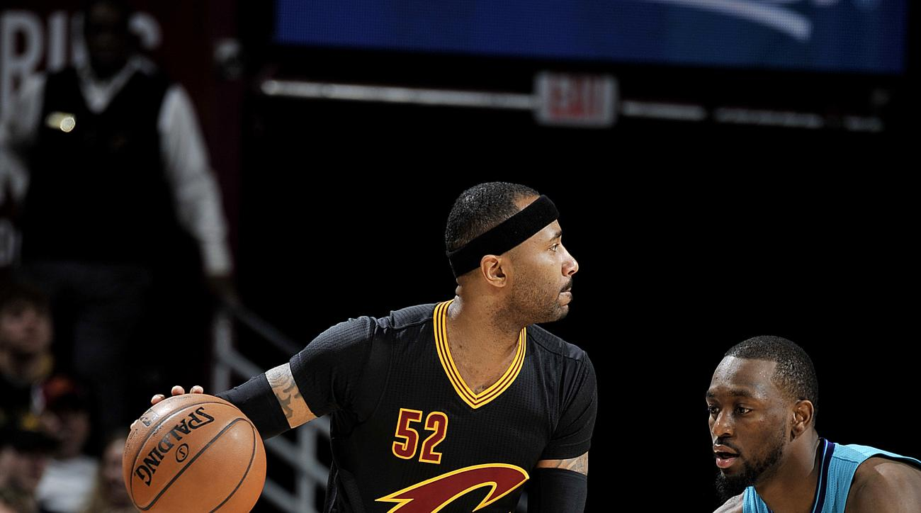 CLEVELAND, OH - APRIL 3: Mo Williams #52 of the Cleveland Cavaliers handles the ball during the game against the Charlotte Hornets on April 3, 2016 at Quicken Loans Arena in Cleveland, Ohio.  (Photo by David Liam Kyle/NBAE via Getty Images)