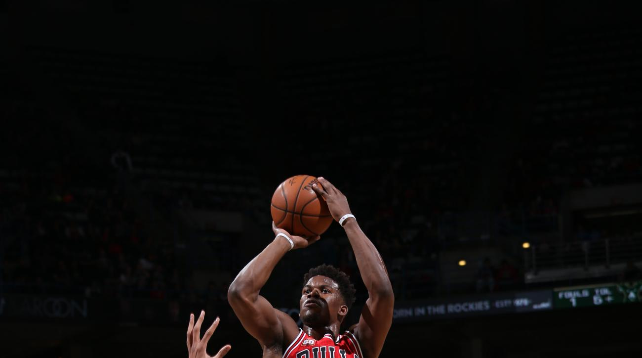 MILWAUKEE, WI - APRIL 3:  Jimmy Butler #21 of the Chicago Bulls shoots against Giannis Antetokounmpo #34 of the Milwaukee Bucks on April 3, 2016 at the BMO Harris Bradley Center in Milwaukee, Wisconsin. (Photo by Gary Dineen/NBAE via Getty Images)