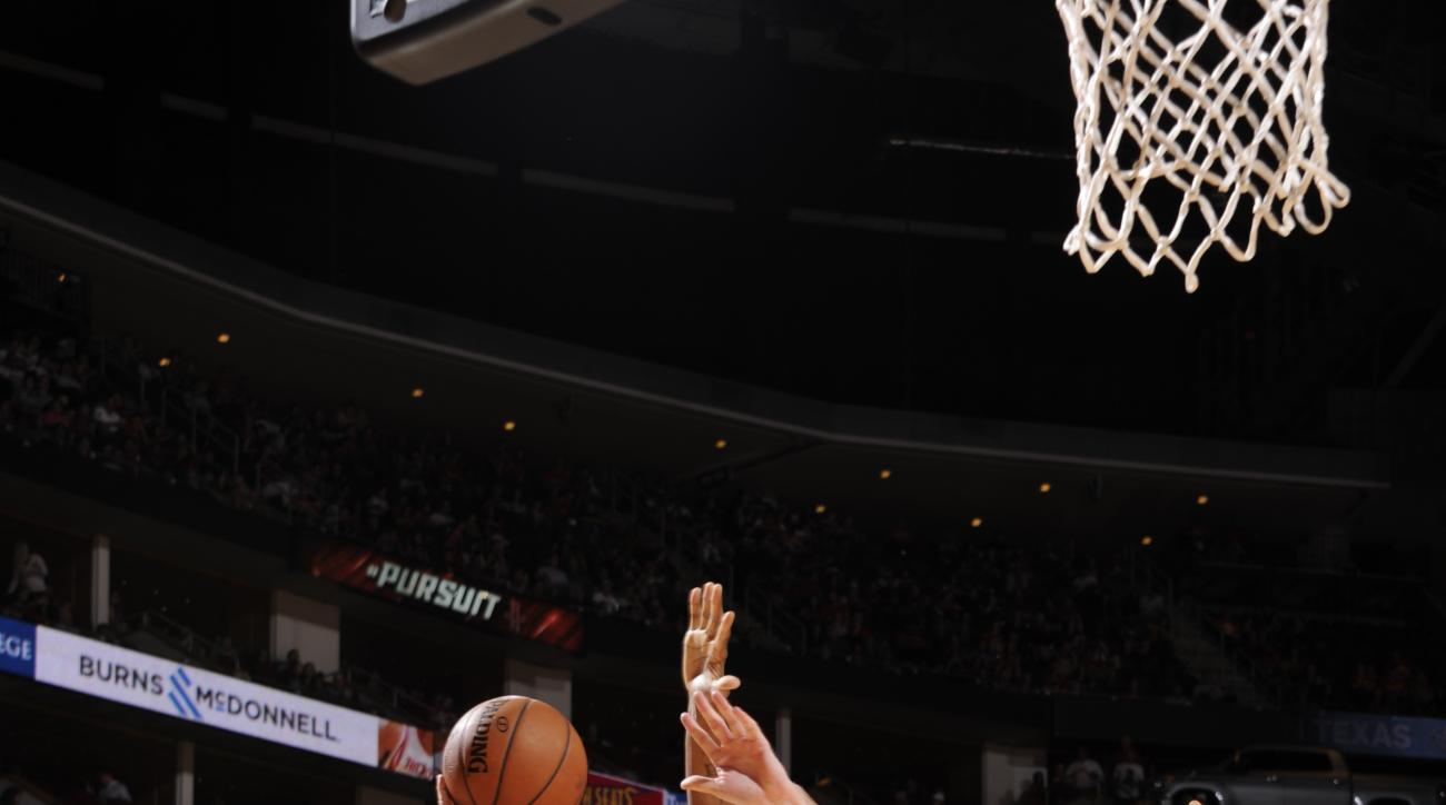HOUSTON, TX  - APRIL 7: Mirza Teletovic #35 of the Phoenix Suns goes for the lay up against the Houston Rockets during the game on April 7, 2016 at Toyota Center in Houston, Texas. (Photo by Bill Baptist/NBAE via Getty Images)