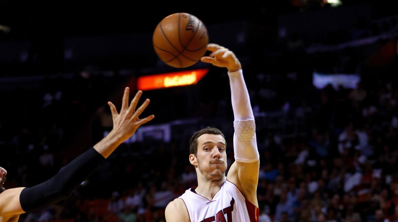 MIAMI, FLORIDA - APRIL 07:  Goran Dragic #7 of the Miami Heat passes during a game against the Chicago Bulls at American Airlines Arena on April 7, 2016 in Miami, Florida.  (Photo by Mike Ehrmann/Getty Images)