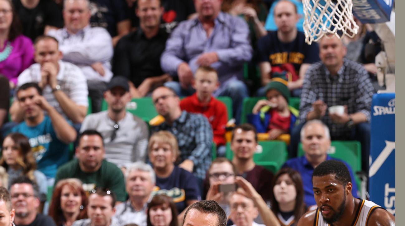 SALT LAKE CITY, UT - APRIL 11: J.J. Barea #5 of the Dallas Mavericks handles the ball against the Utah Jazz on April 11, 2016 at vivint.SmartHome Arena in Salt Lake City, Utah. (Photo by Melissa Majchrzak/NBAE via Getty Images)