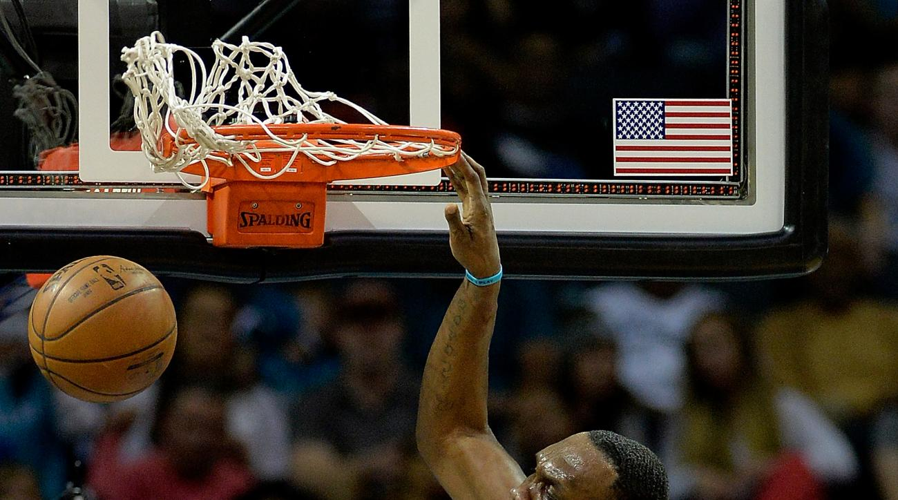 CHARLOTTE, NORTH CAROLINA - APRIL 13:  Al Jefferson #25 of the Charlotte Hornets dunks over Aaron Gordon #00 of the Orlando Magic during their game at Time Warner Cable Arena on April 13, 2016 in Charlotte, North Carolina.  (Photo by Grant Halverson/Getty