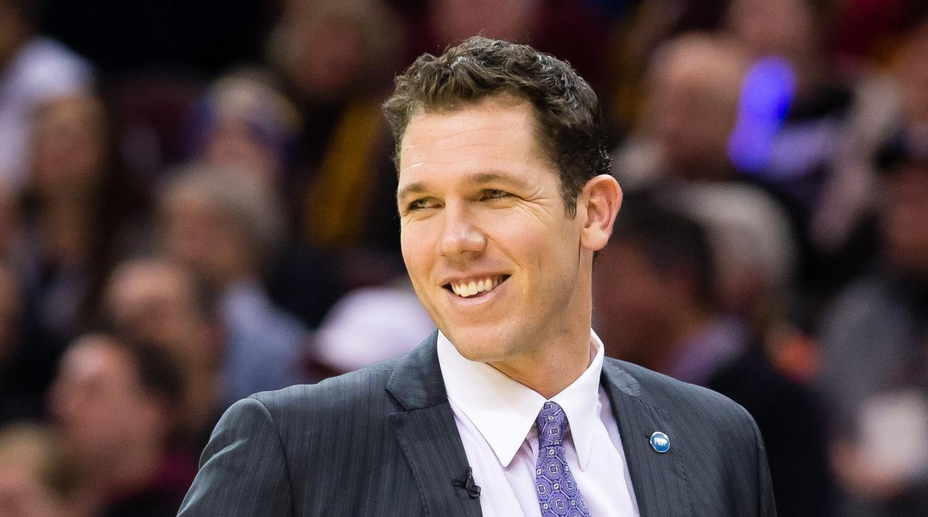 CLEVELAND, OH - JANUARY 18: Interim Head coach Luke Walton of the Golden State Warriors during the first half against the Cleveland Cavaliers at Quicken Loans Arena on January 18, 2016 in Cleveland, Ohio. (Photo by Jason Miller/Getty Images)
