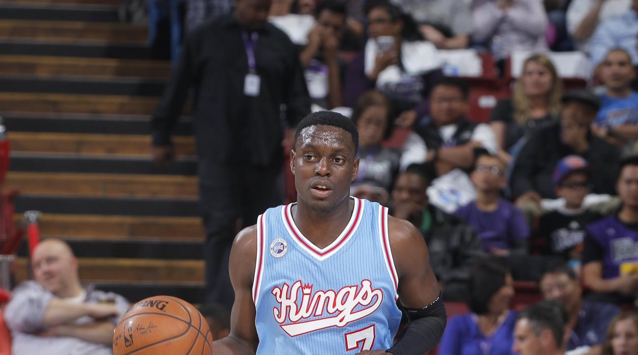 SACRAMENTO, CA - APRIL 9: Darren Collison #7 of the Sacramento Kings brings the ball up the court against the Oklahoma City Thunder on April 9, 2016 at Sleep Train Arena in Sacramento, California. (Photo by Rocky Widner/NBAE via Getty Images)