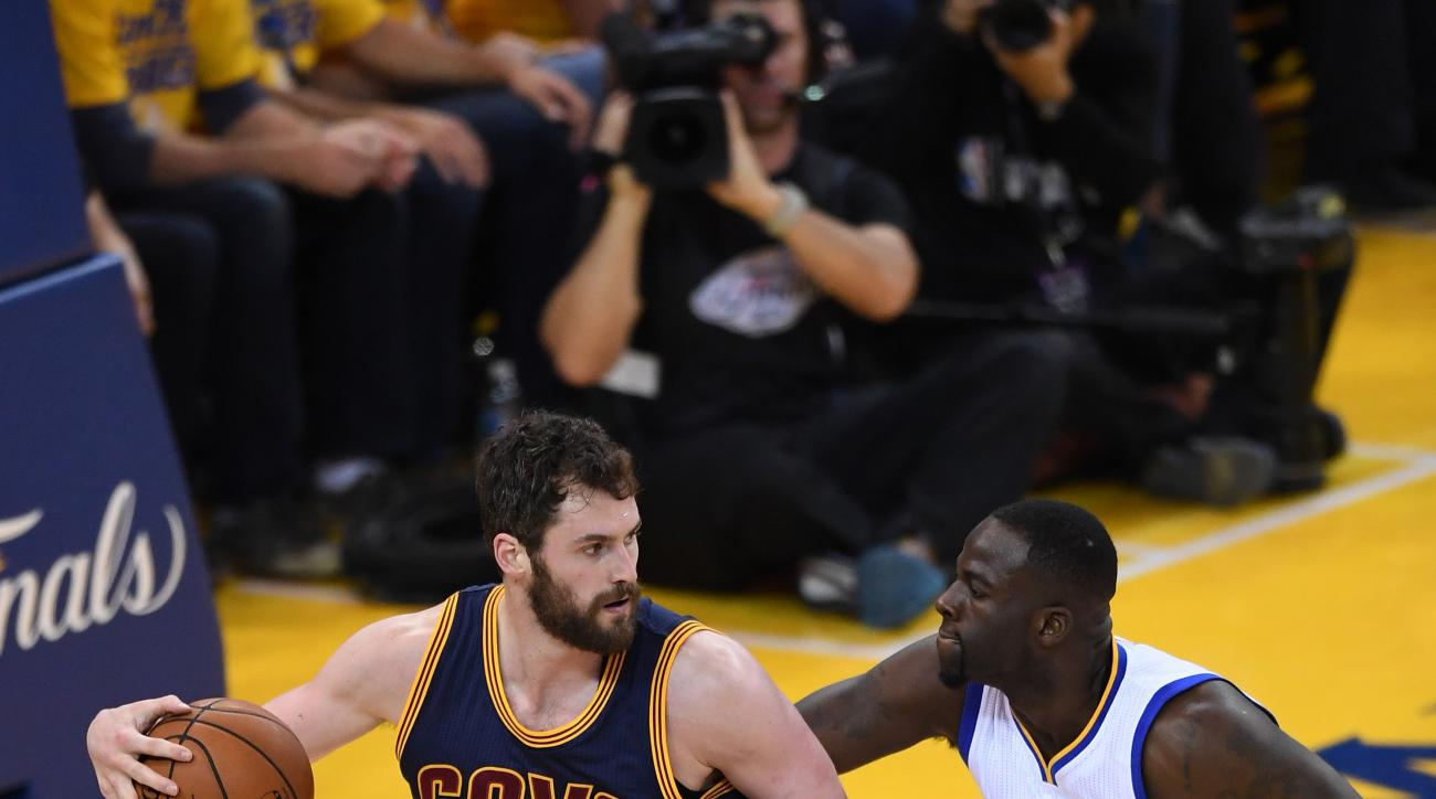 OAKLAND, CA - JUNE 05:  Kevin Love #0 of the Cleveland Cavaliers backs up Draymond Green #23 of the Golden State Warriors in Game 2 of the 2016 NBA Finals at ORACLE Arena on June 5, 2016 in Oakland, California. (Photo by Thearon W. Henderson/Getty Images)