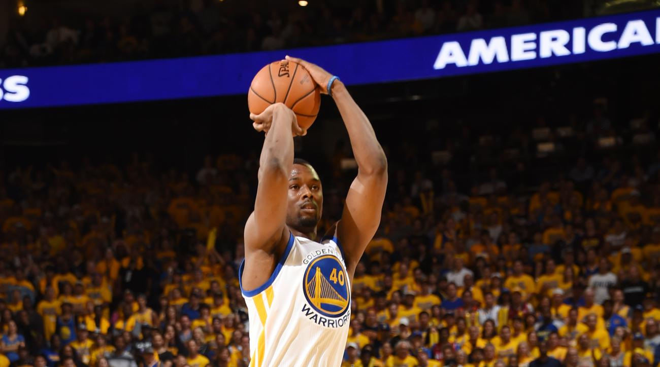OAKLAND, CA - JUNE 19:  Harrison Barnes #40 of the Golden State Warriors shoots the ball against the Cleveland Cavaliers in Game Seven of the 2016 NBA Finals on June 19, 2016 at ORACLE Arena in Oakland, California. (Photo by Andrew D. Bernstein/NBAE via G