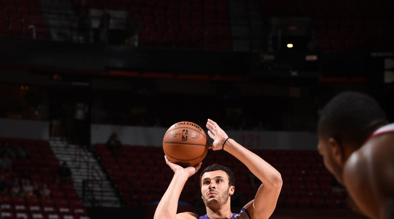LAS VEGAS, NV - JULY 14:  Larry Nance Jr #7 of the Los Angeles Lakers prepares to shoot a free throw against the Cleveland Cavaliers during the 2016 NBA Las Vegas Summer League on July 14, 2016 at The Thomas & Mack Center in Las Vegas, Nevada. (Photo by G