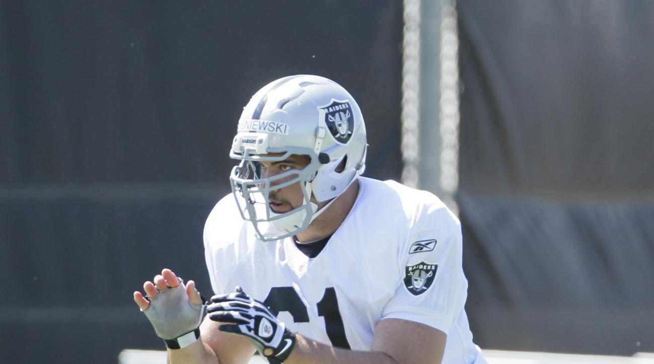 Oakland Raiders center Stefan Wisniewski during their football training camp in Napa, Calif., Saturday, July 30, 2011. (AP Photo/Eric Risberg)