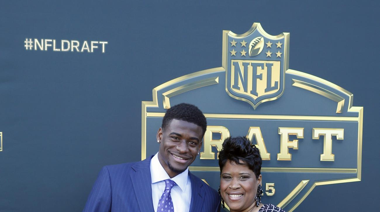Louisville wide receiver Devante Parker poses for photos with his mother Raneca Parker, upon arriving for the first round of the 2015 NFL Football Draft at the Auditorium Theater of Roosevelt University, Thursday, April 30, 2015, in Chicago. (AP Photo/Cha