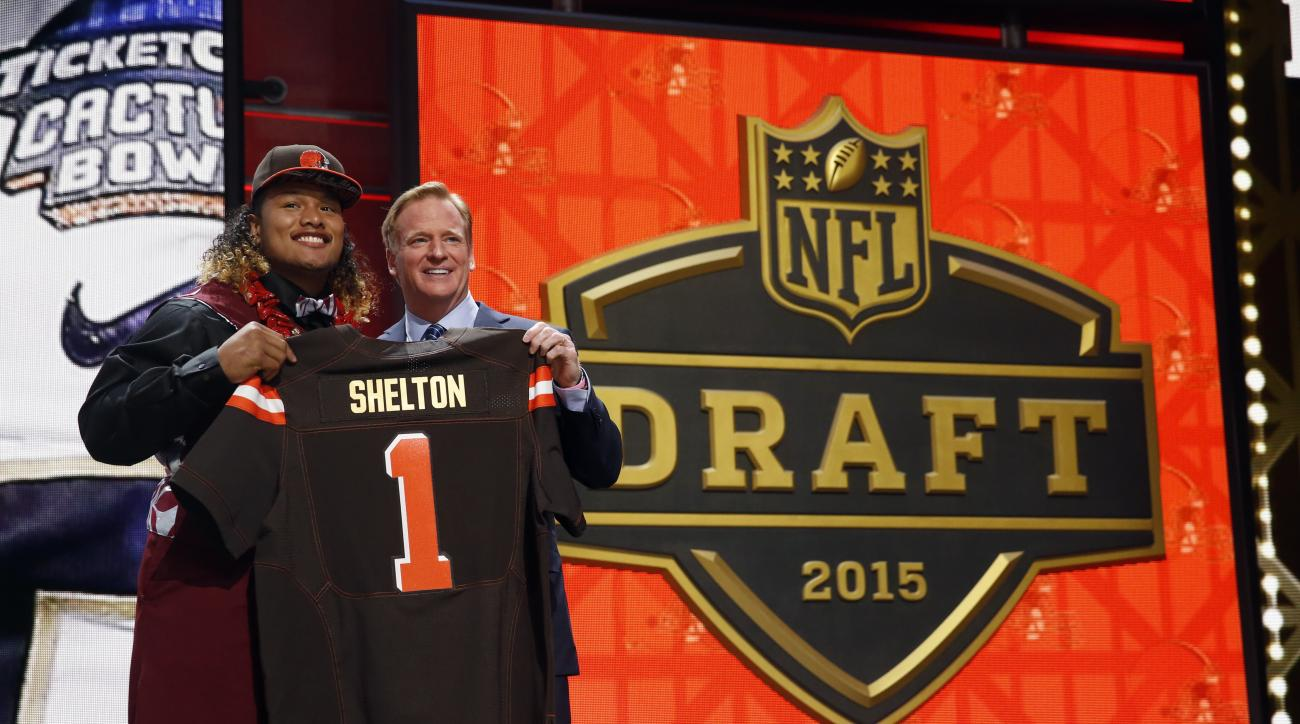 Washington defensive lineman Danny Shelton poses for photos with NFL commissioner Roger Goodell after being selected by the Cleveland Browns as the 12th pick in the first round of the 2015 NFL Draft,  Thursday, April 30, 2015, in Chicago. (AP Photo/Charle