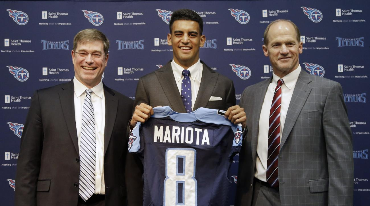 Marcus Mariota, center, former Oregon quarterback and overall No. 2 NFL football draft pick by the Tennessee Titans, poses with head coach Ken Whisenhunt, right, and general manager Ruston Webster, left, during a news conference Friday, May 1, 2015, in Na
