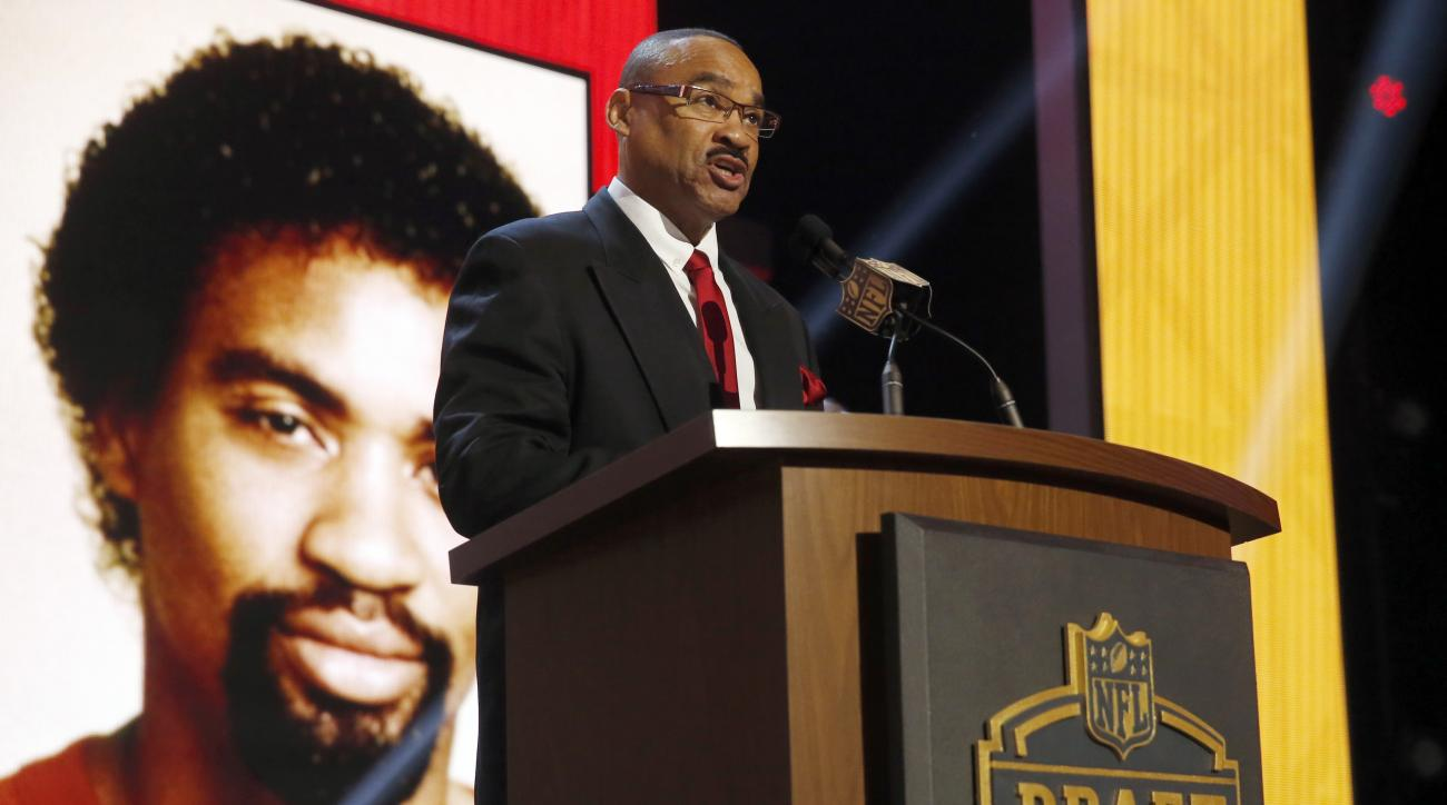Former Kansas City Chiefs cornerback Gary Green announces that the Kansas City Chiefs selects Missouri offensive lineman Mitch Morse as the 49th pick in the second round of the 2015 NFL Football Draft,  Friday, May 1, 2015, in Chicago. (AP Photo/Charles R