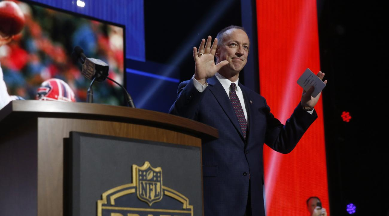 NFL Hall of Famer and Buffalo Bill Quarterback Jim Kelly announces that the Buffalo Bills selects Florida State defensive back Ronald Darby as the 50th pick in the second round of the 2015 NFL Football Draft,  Friday, May 1, 2015, in Chicago. (AP Photo/Ch