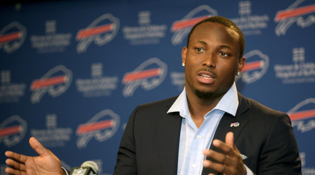"""FILE - In this March 10, 2015, file photo, Buffalo Bills running back LeSean McCoy speaks to the media during a press conference in Orchard Park, N.Y. Bills coach Rex Ryan has no intention of putting """"a muzzle"""" on his players. And that includes running ba"""