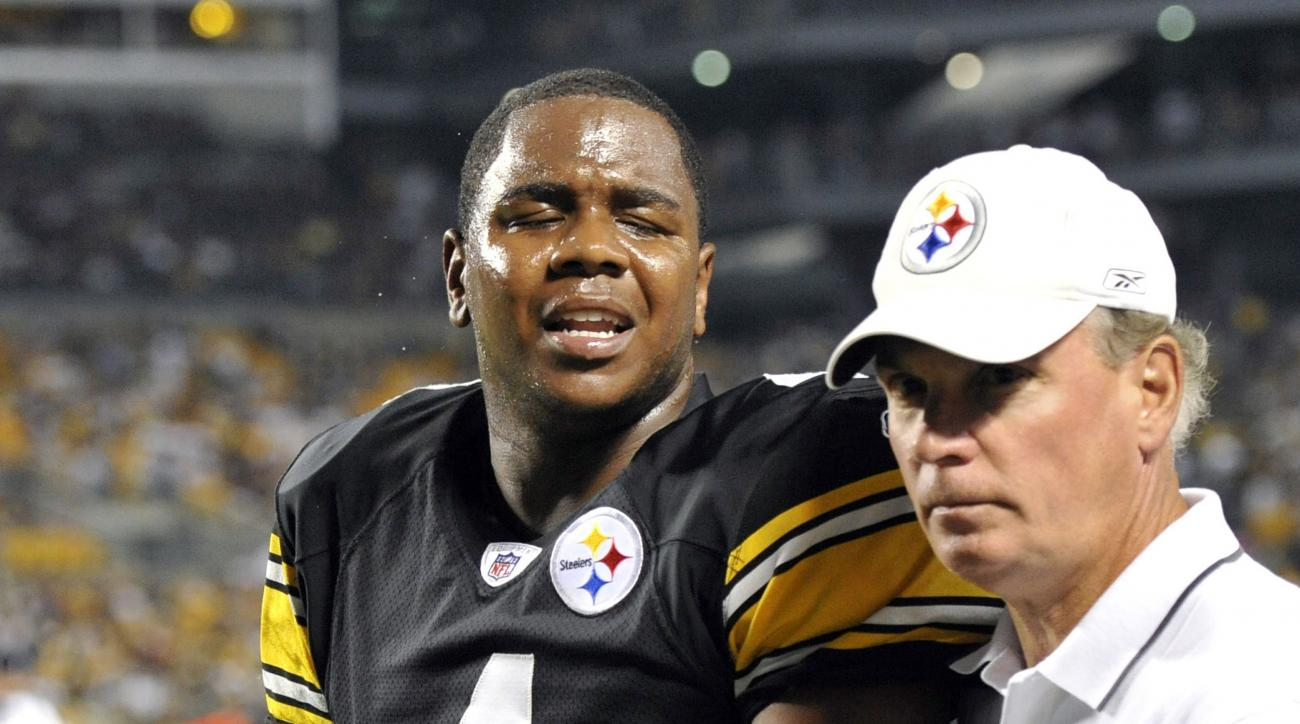 FILE - In this Aug. 27, 2011, file photo, Pittsburgh Steelers quarterback Byron Leftwich (4) leaves the game with Dr. Jim Bradley, right, during the third quarter of a preseason NFL football game against the Atlanta Falcons in Pittsburgh. Bradley is the o