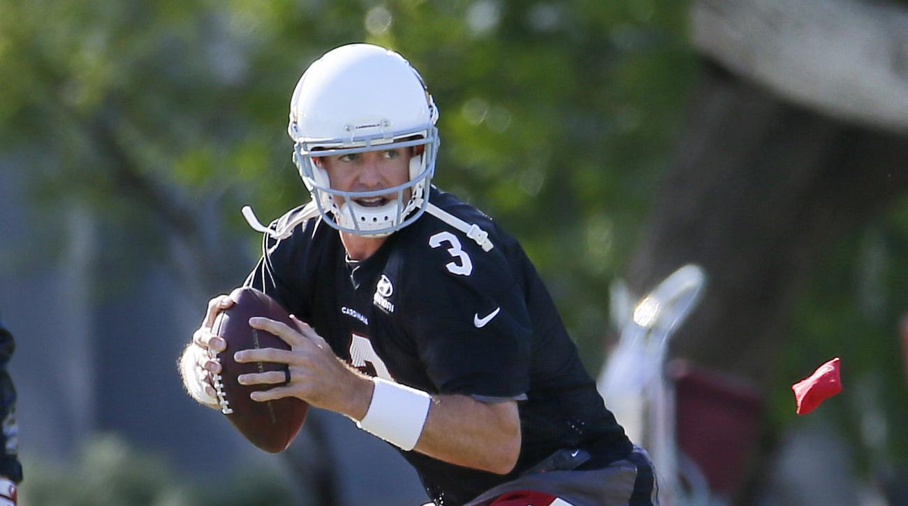 Arizona Cardinals NFL football quarterback Carson Palmer runs drills during team workouts, Tuesday, May 19, 2015, at the Cardinals' practice facility in Tempe, Ariz. (AP Photo/Matt York)