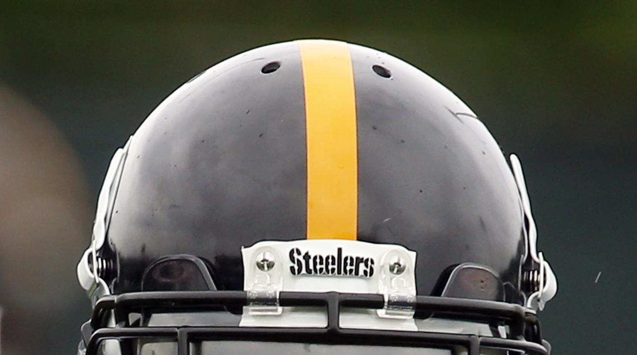 Pittsburgh Steelers wide receiver Antonio Brown (84) adjusts his helmet before running a pass route in an NFL football organized team activity, OTA, Tuesday, May 26, 2015 in Pittsburgh. (AP Photo/Keith Srakocic)