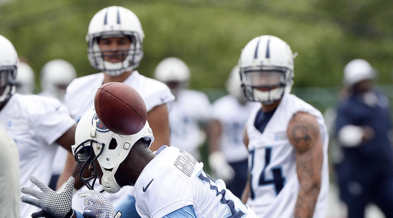 Tennessee Titans wide receiver Dorial Green-Beckham drops the ball during an organized team activity at the team's NFL football training facility Tuesday, May 26, 2015, in Nashville, Tenn. (AP Photo/Mark Zaleski)