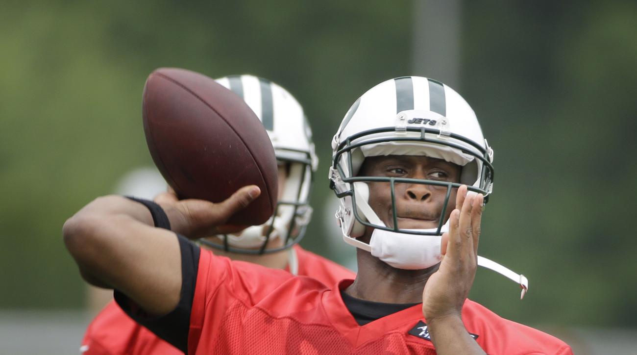 New York Jets quarterback Geno Smith (7) throws a pass during an NFL football organized team activity in Florham Park, N.J., Wednesday, May 27, 2015. (AP Photo/Seth Wenig)