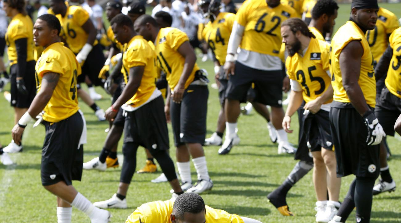 Pittsburgh Steelers cornerback Cortez Allen (28) stretches as the team warms up during an NFL football organized team activity, Thursday, May 28, 2015, in Pittsburgh. (AP Photo/Keith Srakocic)