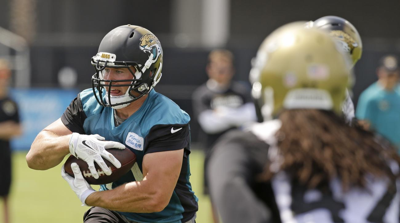 Jacksonville Jaguars running back Toby Gerhart, left, runs with the ball during NFL football organized training activities, Tuesday, June 9, 2015, in Jacksonville, Fla. (AP Photo/John Raoux)