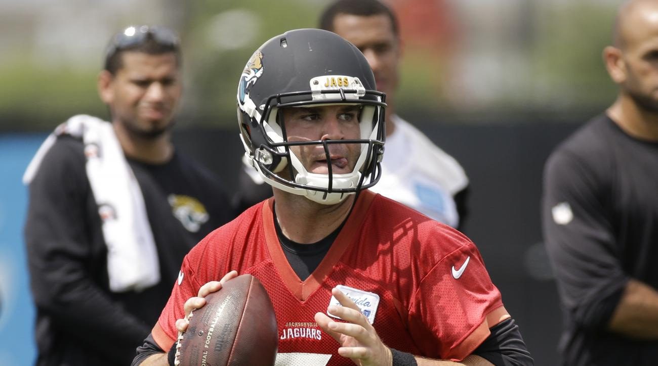 Jacksonville Jaguars quarterback Blake Bortles looks for a receiver during NFL football organized training activities, Tuesday, June 9, 2015, in Jacksonville, Fla. (AP Photo/John Raoux)
