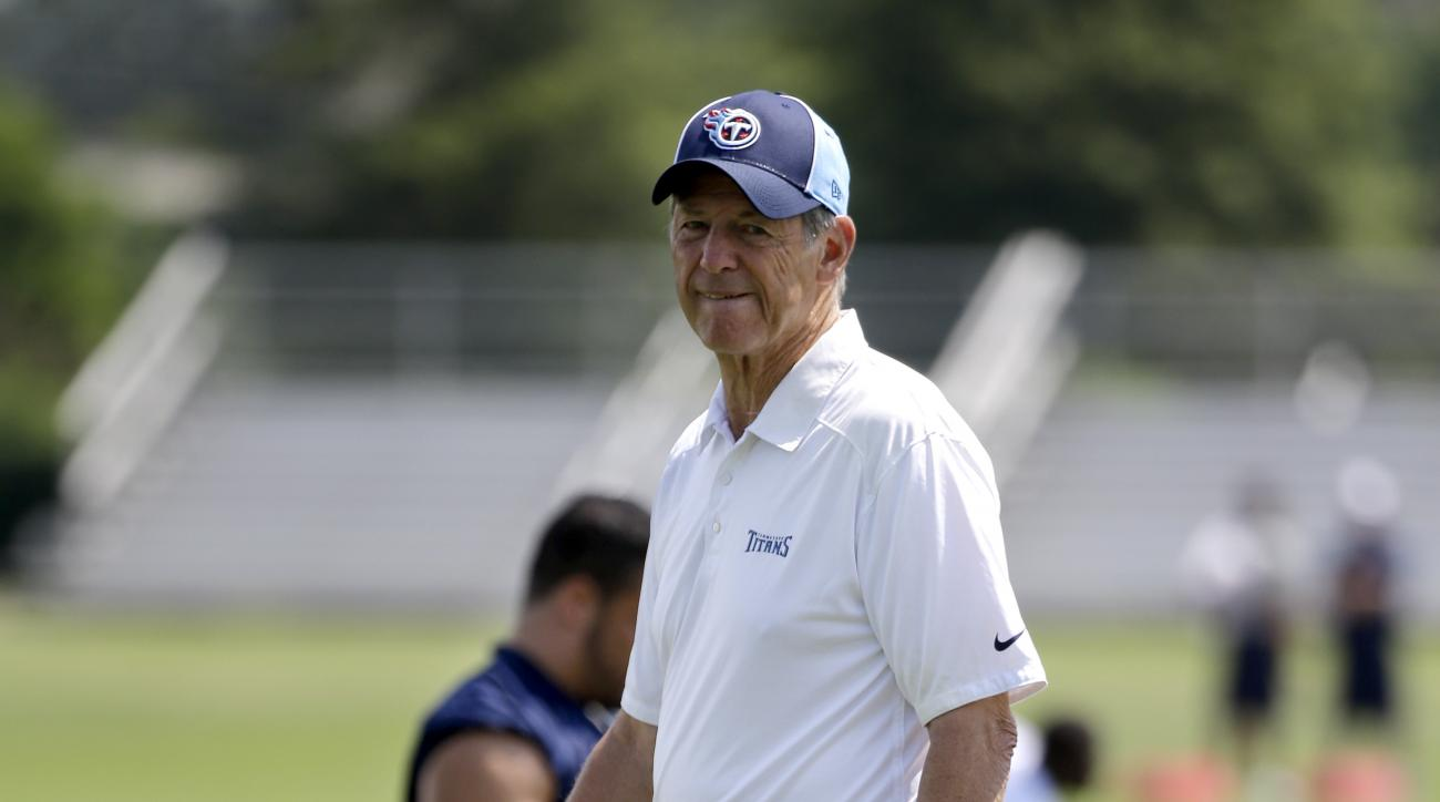 Tennessee Titans assistant head coach for defense Dick LeBeau watches as players stretch during an organized team activity at the team's NFL football training facility Wednesday, June 10, 2015, in Nashville, Tenn. (AP Photo/Mark Humphrey)