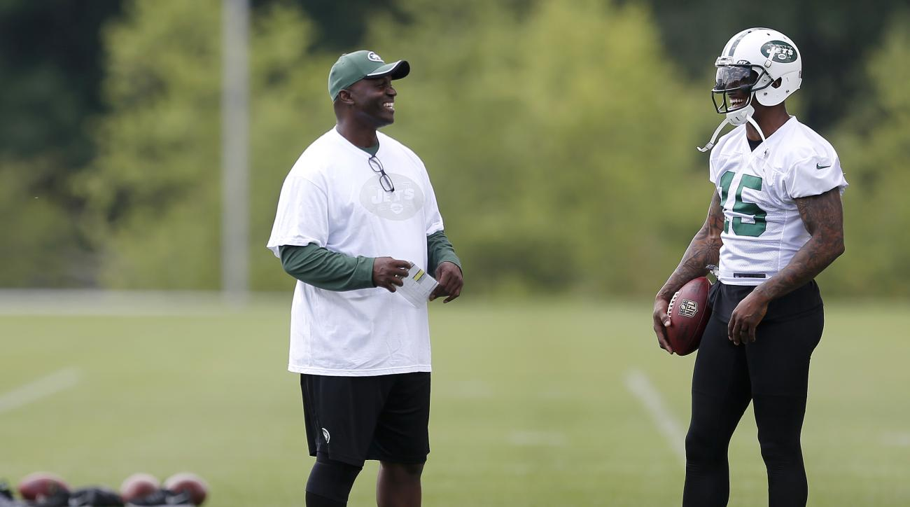New York Jets head coach Todd Bowles, left, talks to wide receiver Brandon Marshall during NFL football minicamp, Wednesday, June 10, 2015, in Florham Park, N.J. (AP Photo/Julio Cortez)