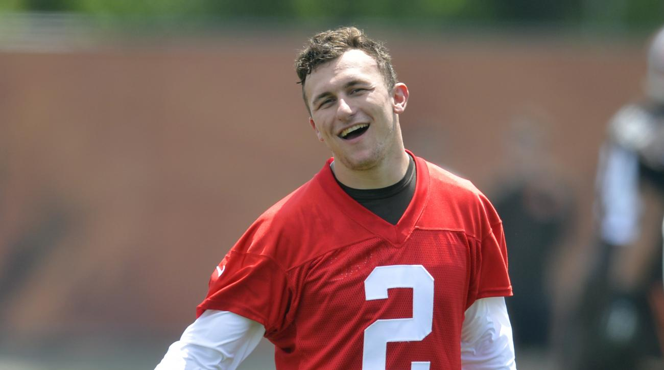 Cleveland Browns quarterback Johnny Manziel reacts during NFL football minicamp in Berea, Ohio, Tuesday, June 16, 2015. (AP Photo/David Richard)