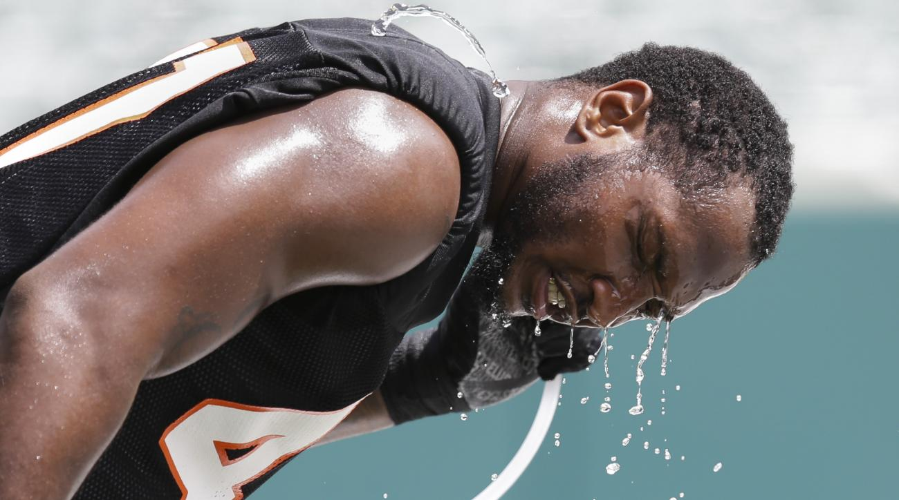 Cincinnati Bengals linebacker P.J. Dawson cools off during NFL football minicamp in Cincinnati, Tuesday, June 16, 2015. (AP Photo/John Minchillo)