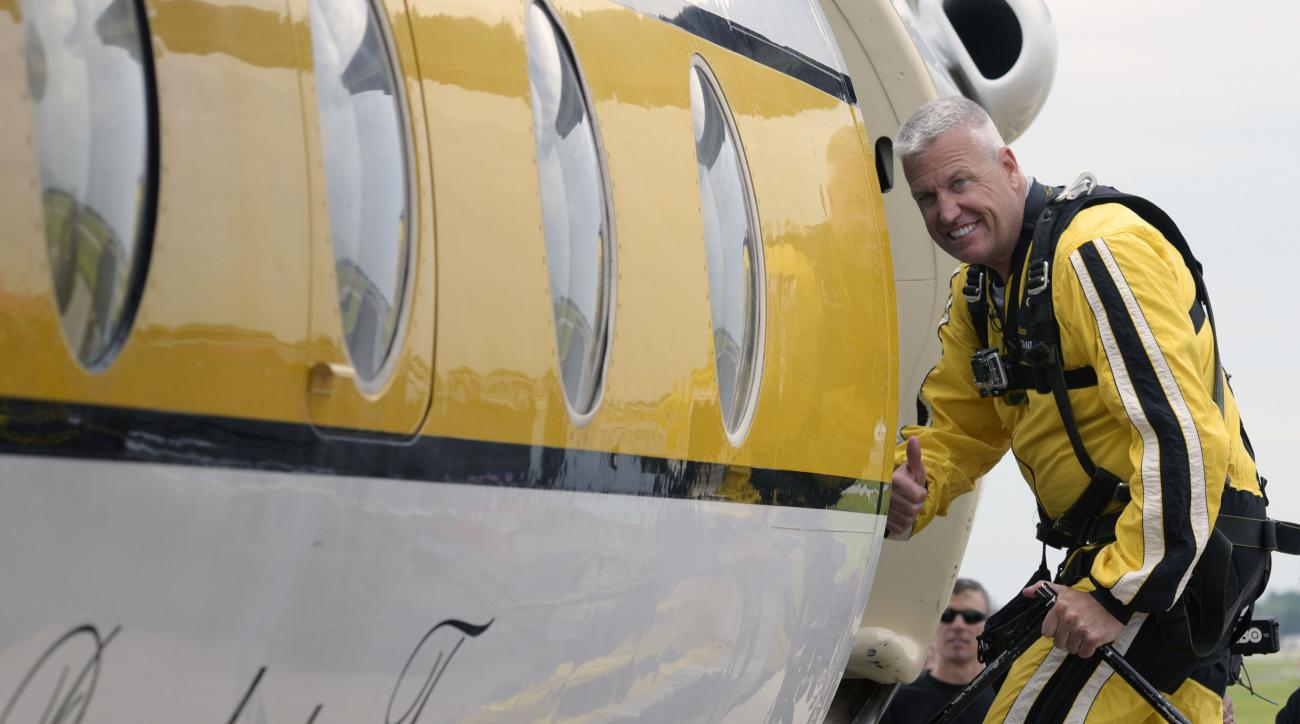 "Buffalo Bills head coach Rex Ryan gives a ""thumbs up"" as he boards a plane for a parachute jump with the U.S. Army Golden Nights Parachute Team at Niagara Falls Air Force Base in Niagara falls, N.Y. Friday, July 17, 2015. (AP Photo/Gary Wiepert)"