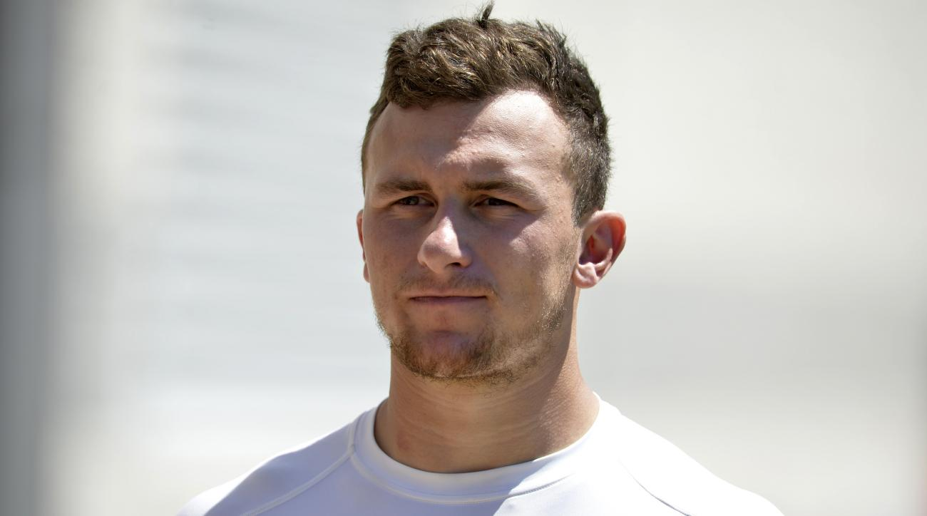 Cleveland Browns quarterback Johnny Manziel walks to the locker room after practice at NFL football training camp, Tuesday, Aug. 4, 2015, in Berea, Ohio. (AP Photo/David Richard)