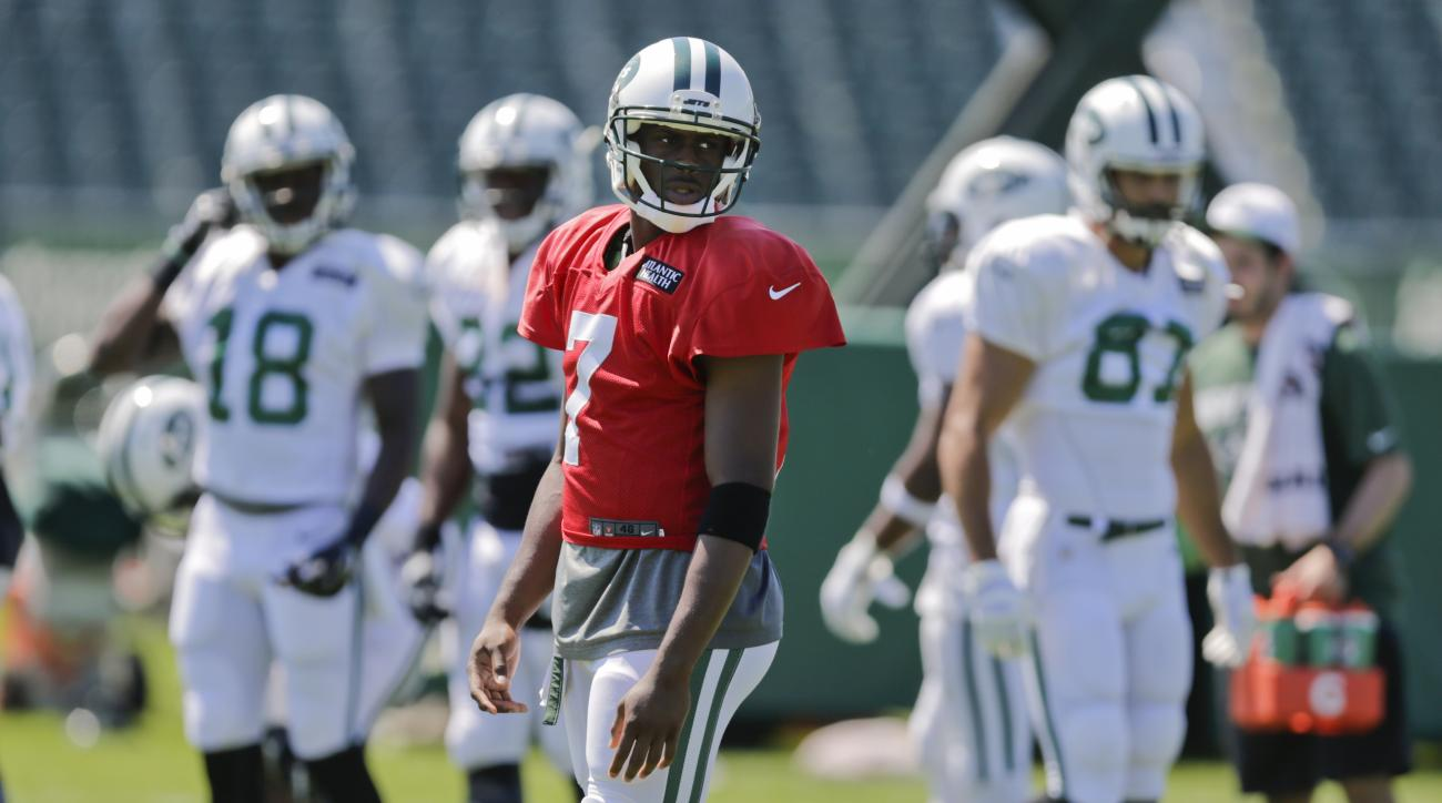 New York Jets quarterback Geno Smith (7) looks across the field during practice at NFL football training camp, Tuesday, Aug. 4, 2015, in Florham Park, N.J. (AP Photo/Frank Franklin II)