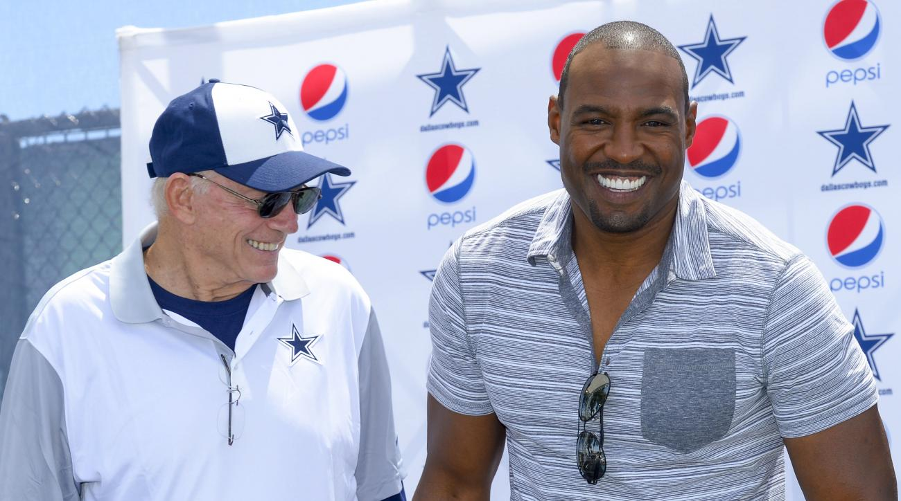 """Dallas Cowboys owner Jerry Jones, left, honors former safety Darren Woodson with the announcement of his induction into the """"Ring of Honor"""" on Nov. 1, 2015 during Dallas Cowboys' NFL training camp, Tuesday, Aug. 4, 2015, in Oxnard, Calif. (AP Photo/Gus Ru"""