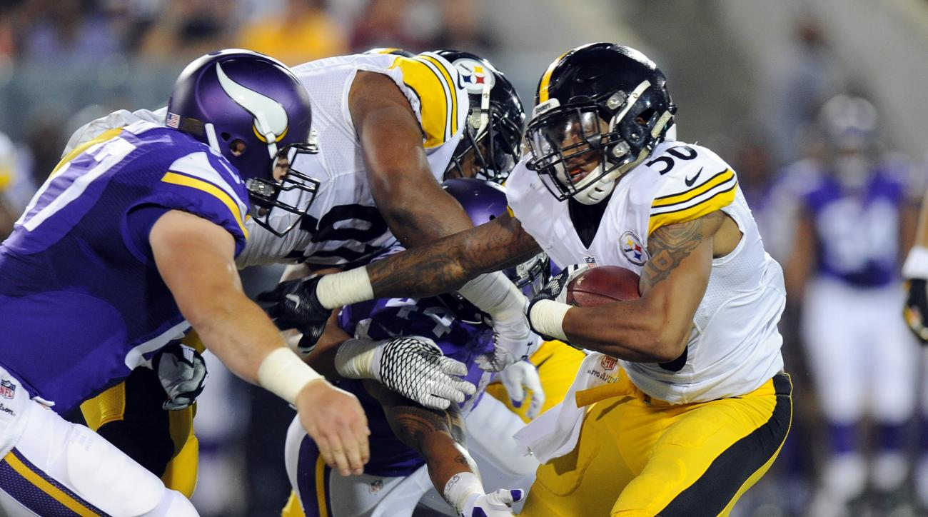 Pittsburgh Steelers inside linebacker Ryan Shazier (50) runs after making an interception during the first half of an NFL preseason football game against the Minnesota Vikings in Canton, Ohio,  Sunday, Aug. 9, 2015. (AP Photo/Don Wright)