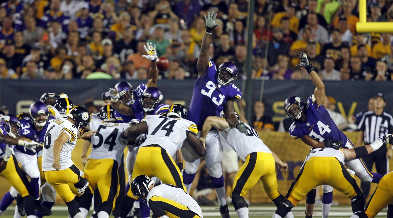 Pittsburgh Steelers kicker Shaun Suisham (6) kicks a field goal during the second half of an NFL preseason football game against the Minnesota Vikings in Canton, Ohio,  Sunday, Aug. 9, 2015. (AP Photo/Tom E. Puskar)