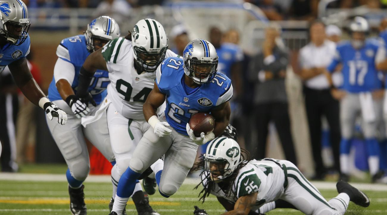 Detroit Lions running back Ameer Abdullah (21) is chased by New York Jets free safety Calvin Pryor (25) and nose tackle Damon Harrison (94) during the first half of an NFL preseason football game, Thursday, Aug. 13, 2015, in Detroit. (AP Photo/Paul Sancya