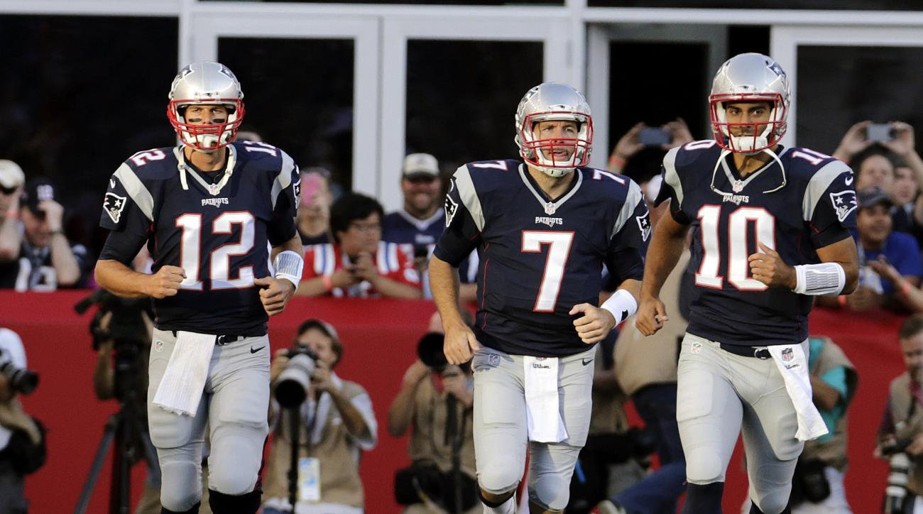 New England Patriots quarterbacks Tom Brady (12), Ryan Lindley (7) and Jimmy Garoppolo (10) warm up for an NFL preseason football game against the Green Bay Packers on Thursday, Aug. 13, 2015, in Foxborough, Mass. (AP Photo/Charles Krupa)