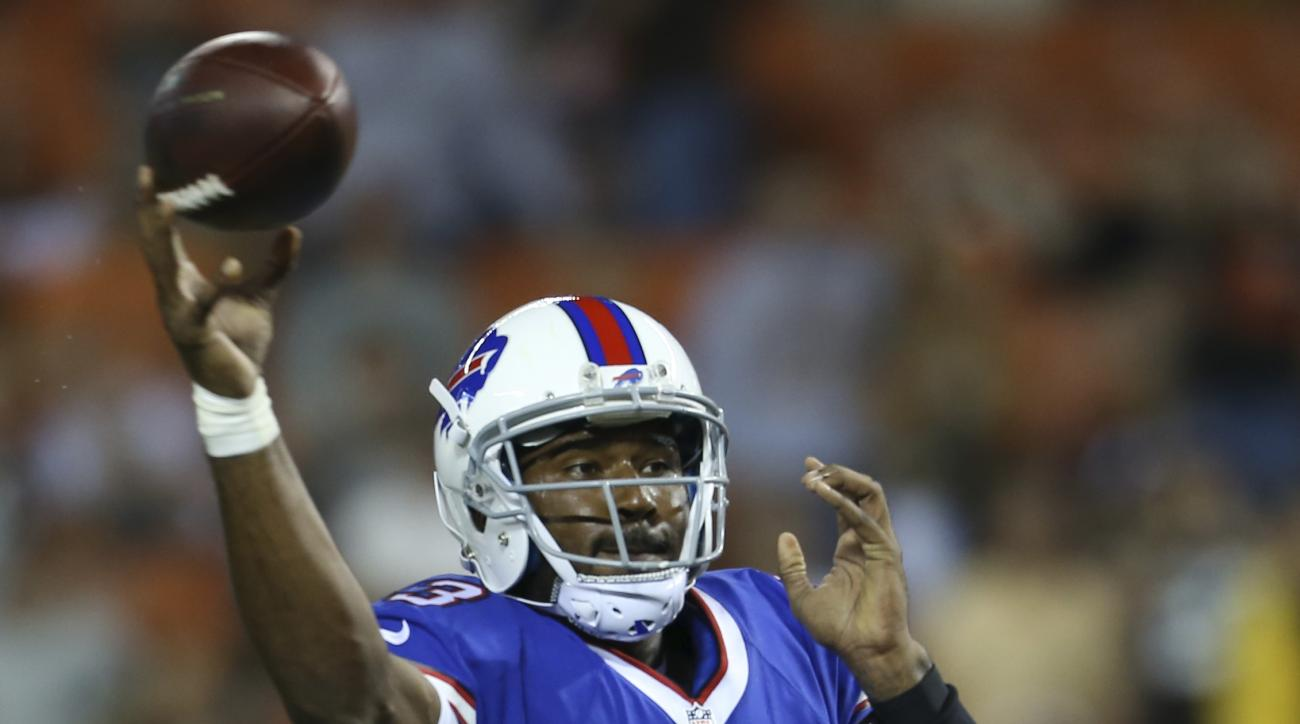 Buffalo Bills quarterback EJ Manuel throws for a 2-point conversion during the fourth quarter of an NFL preseason football game against the Cleveland Browns, Thursday, Aug. 20, 2015, in Cleveland. The Bills won 11-10. (AP Photo/Ron Schwane)