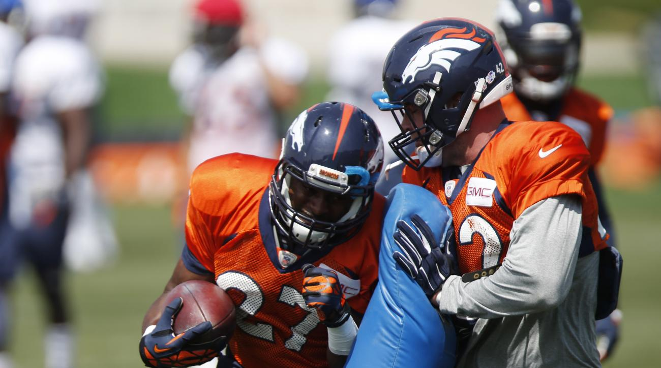 Denver Broncos running backs Jeremy Stewart, left, and Joe Don Duncan take part in a drill before an NFL football scrimmage at the team's headquarters Wednesday, Aug. 26, 2015, in Englewood, Colo. (AP Photo/David Zalubowski)