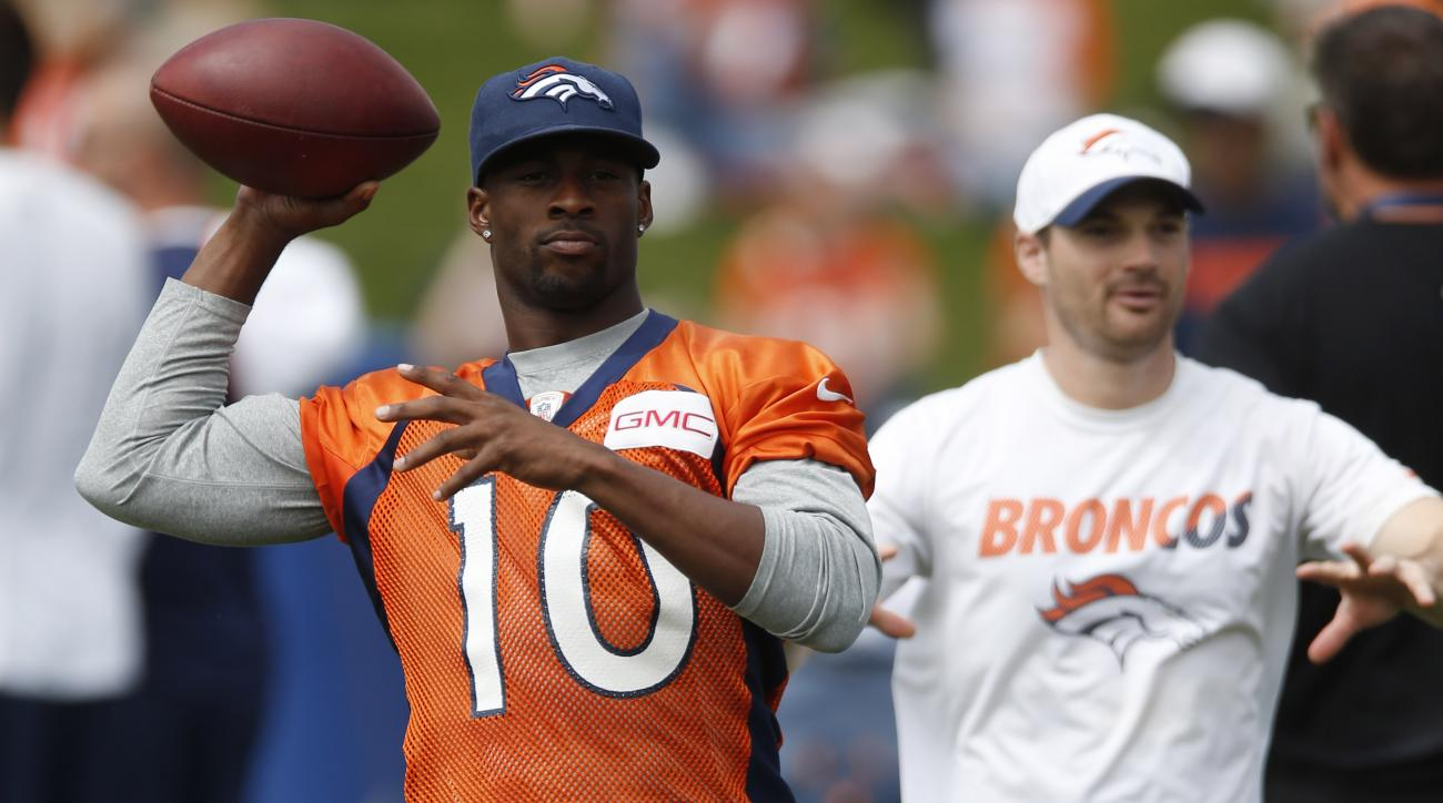 Denver Broncos wide receiver Emmanuel Sanders throws the football before facing the San Francisco 49ers in an NFL football scrimmage at the Broncos' headquarters Thursday, Aug. 27, 2015, in Englewood, Colo. (AP Photo/David Zalubowski)