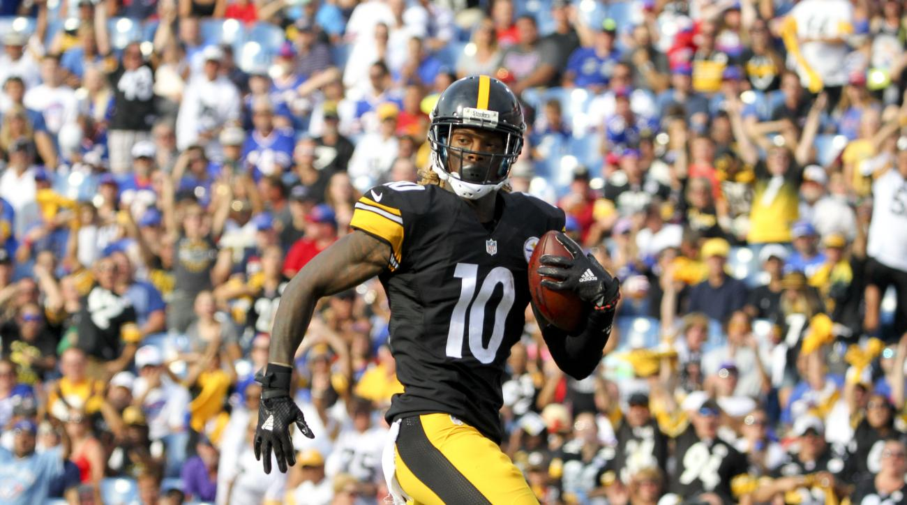 Pittsburgh Steelers wide receiver Martavis Bryant (10) scores a touchdown against the Buffalo Bills during the first half of a preseason NFL football game on Saturday, Aug. 29, 2015, in Orchard Park, N.Y. (AP Photo/Bill Wippert)