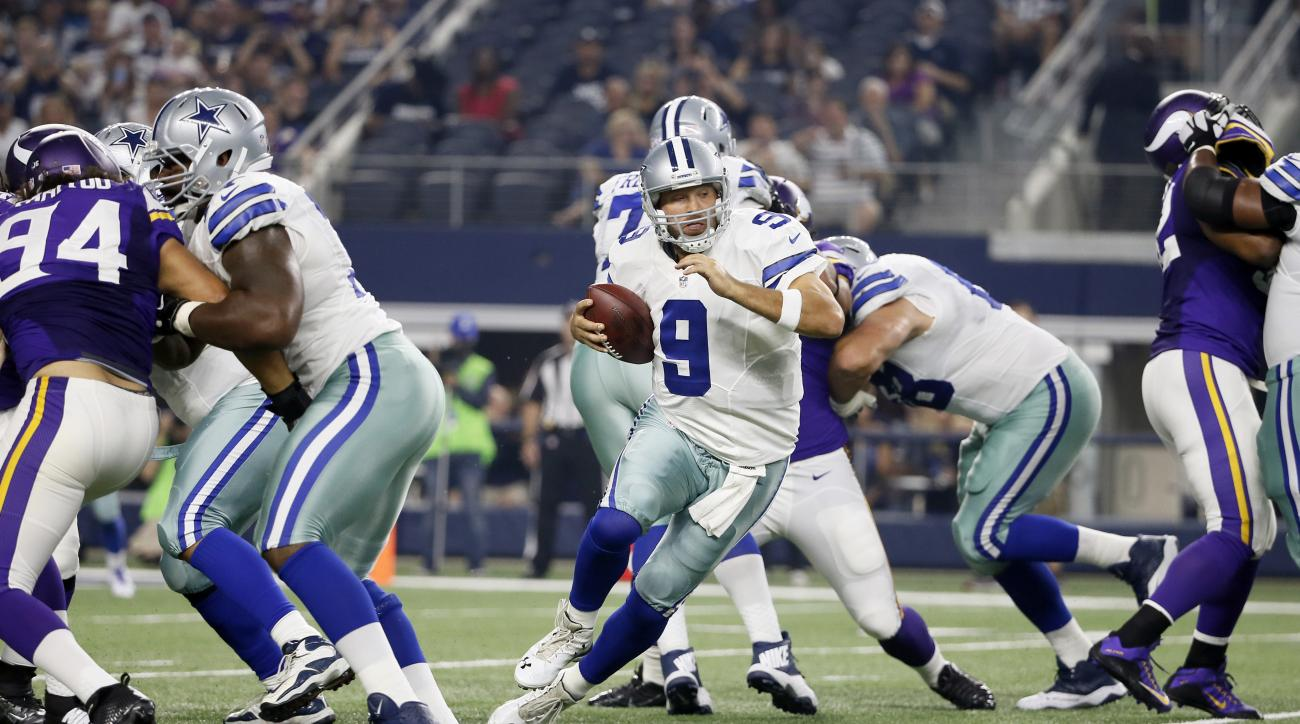 Dallas Cowboys quarterback Tony Romo (9) scrambles in the pocket against the Minnesota Vikings during the first half of a preseason NFL football game Saturday, Aug. 29, 2015, in Arlington, Texas. (AP Photo/Tony Gutierrez)
