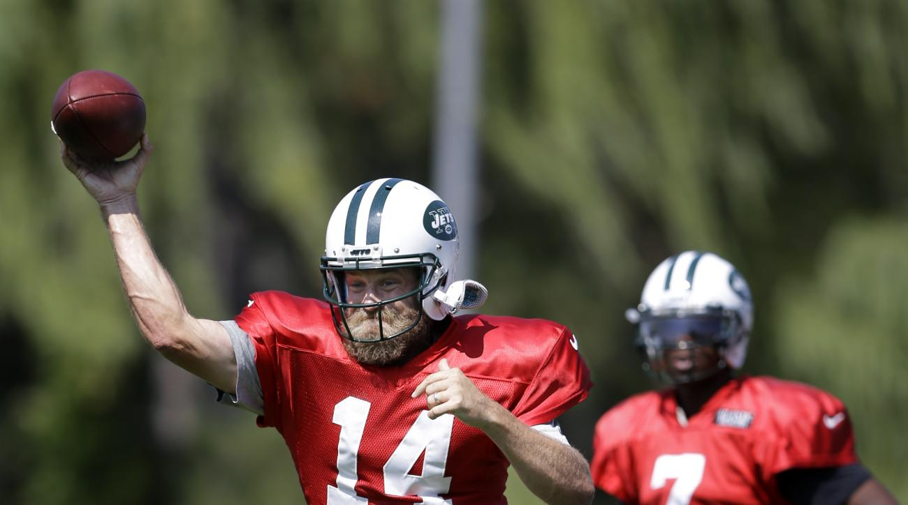 New York Jets quarterback Geno Smith (7) looks on as quarterback Ryan Fitzpatrick (14) throws a pass during NFL football practice Monday, Sept. 7, 2015, in Florham Park, N.J. (AP Photo/Mel Evans)