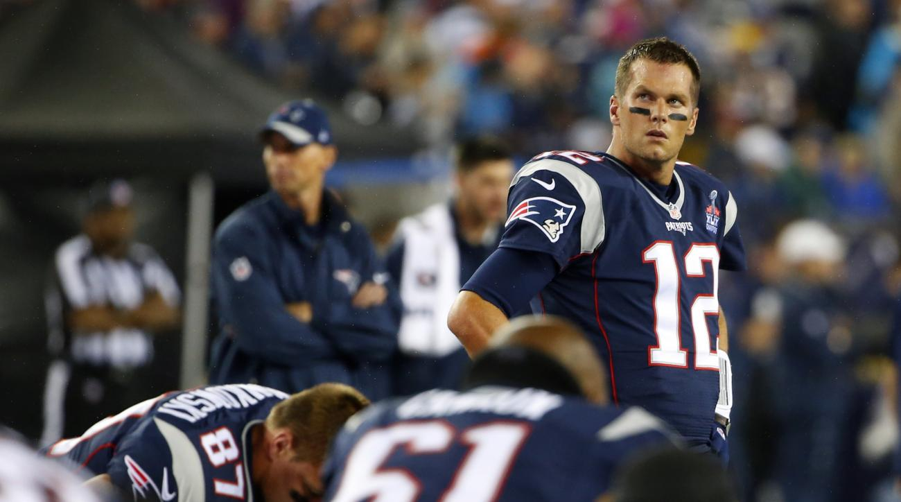 New England Patriots quarterback Tom Brady  watches warms up before an NFL football game against the Pittsburgh Steelers, Thursday, Sept. 10, 2015, in Foxborough, Mass. (AP Photo/Winslow Townson)